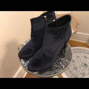 Gorgeous black velvet like booties